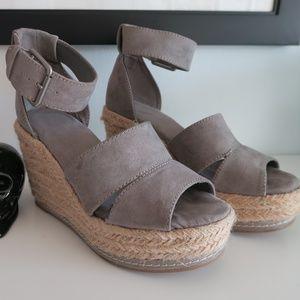 Universal Thread Gray Wedge Heels